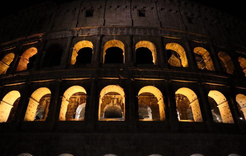 Rome by night : Piazza Venezia, Fori Imperiali, Colisée et Monti avec Aperitivo